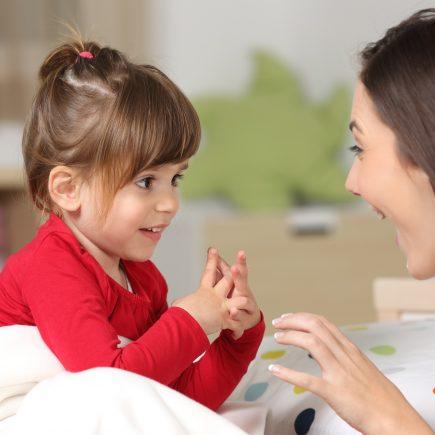 Aufmerksame Mutter Bewusste Elternschaft
