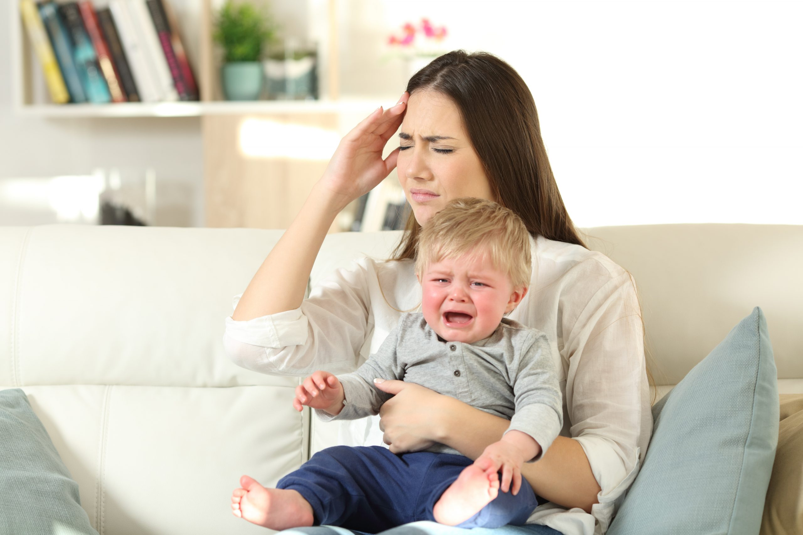 gestresste Mutter hat Schuldgefühle